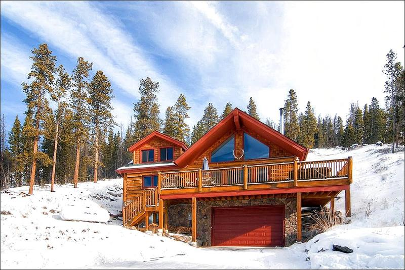 Beautiful Home Exterior - Rustic Log Cabin - 5 Minutes from the Gondola & Main Street (13192) - Breckenridge - rentals