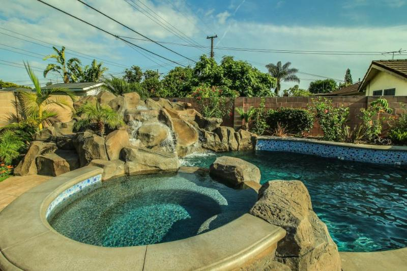A private pool, hot tub & rock slide, one mile from Disney! - Image 1 - Anaheim - rentals