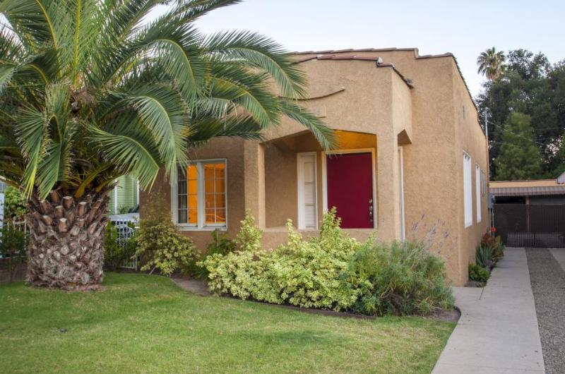 Colorful, dog-friendly cottage in Eagle Rock, great for families! - Image 1 - Los Angeles - rentals