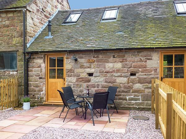 HERDWICK'S BARN, pets welcome, barn conversion with underfloor heating and WiFi, romantic retreat near Oakamoor, Ref 920745 - Image 1 - Farley - rentals