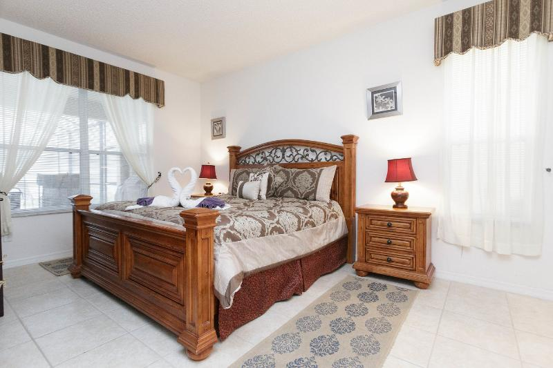 The Queen Bedroom first floor - Huge 7 Bedroom Villa with a Big Pool and Private Y - Kissimmee - rentals