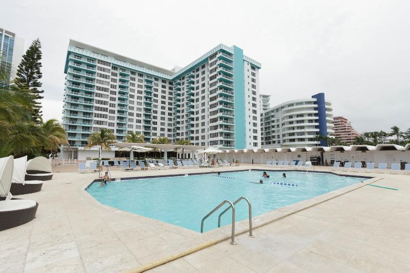 The Pool - WATER VIEW 2BR+2BR OCEANFRONT MIAMI BEACH - Miami Beach - rentals