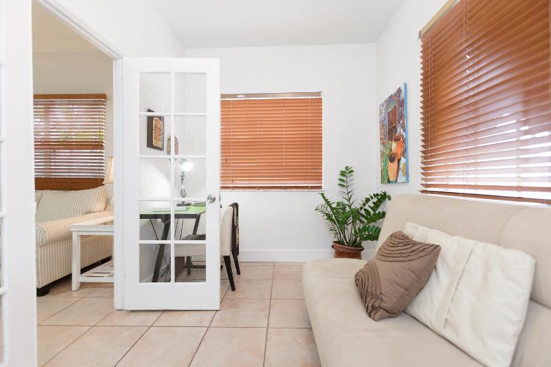 """Foyer - Jewel """"Off-Brickell"""" 1 Bedroom + Den, Parking- Gat - Coconut Grove - rentals"""