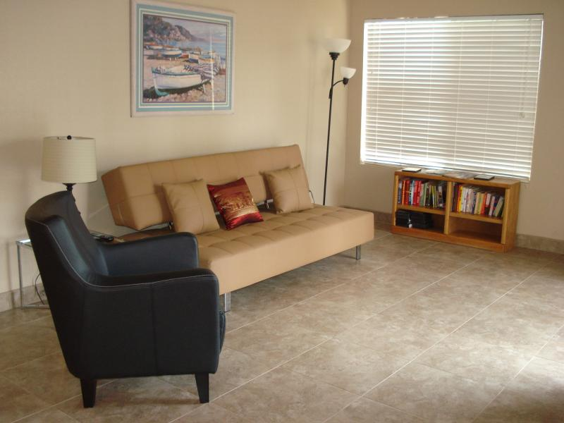 Spacious living room - Comtemporary - Modern Spacious Tempe Condo - Tempe - rentals
