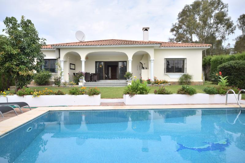 Villa Nueva Atalaya - Image 1 - Marbella - rentals