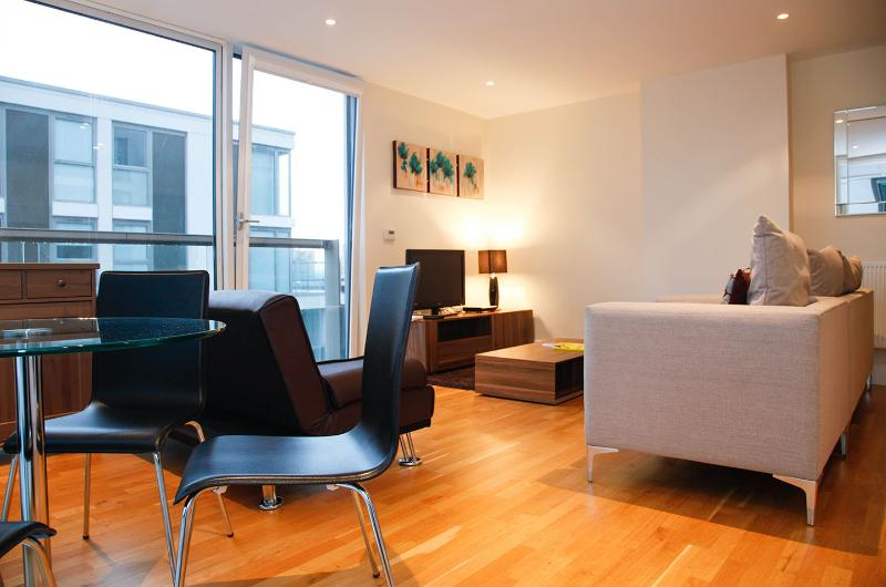 One Bedroom Apartment at Canary Wharf - Image 1 - London - rentals