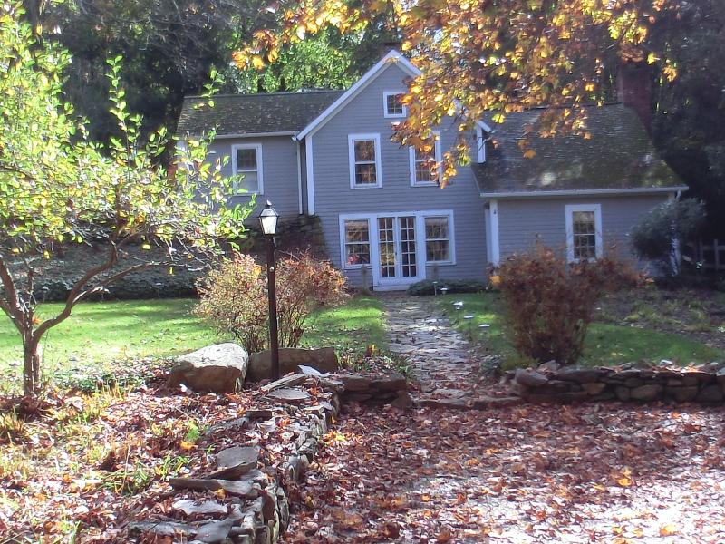 Rhubarb Hill, a Charming 1850's Farmhouse - Image 1 - New Preston - rentals