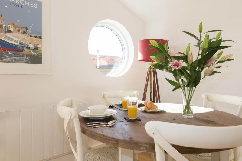 Una Aurum 55 located in St Ives, Cornwall - Image 1 - Saint Ives - rentals