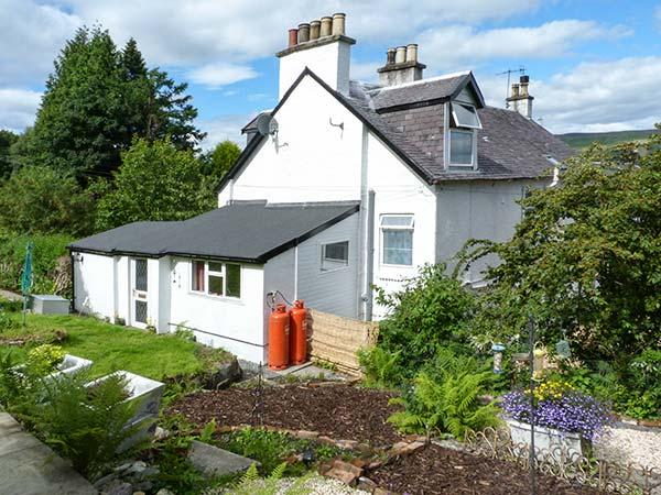 ROSEVALE COTTAGE, great for walking and cycling, lackable bike storage, near Kilcreggan, Ref 919361 - Image 1 - Kilcreggan - rentals