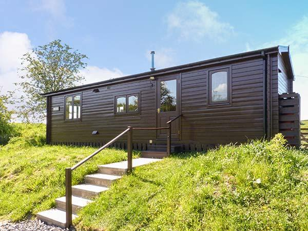 THISTLE DOO, single-storey lodge, country views, horse stabling, walks and - Image 1 - Jedburgh - rentals