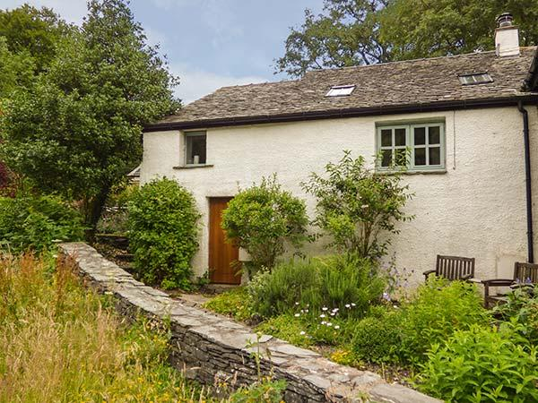 CORN COTTAGE, single-storey, woodburning stove, romantic retreat, in Coniston Ref 925049 - Image 1 - Coniston - rentals