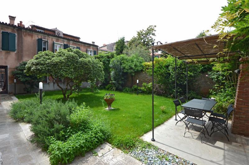 Tron apartment private garden - Tron - Venice - rentals