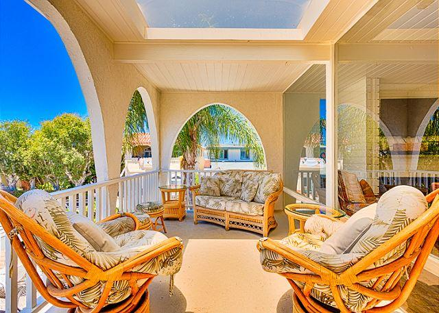 Fantastic patio area to relax and BBQ while enjoying the ocean breeze. - 25% OFF OPEN JUNE - ESCAPE THE HEAT LAST MINUTE DISCOUNT! - Newport Beach - rentals