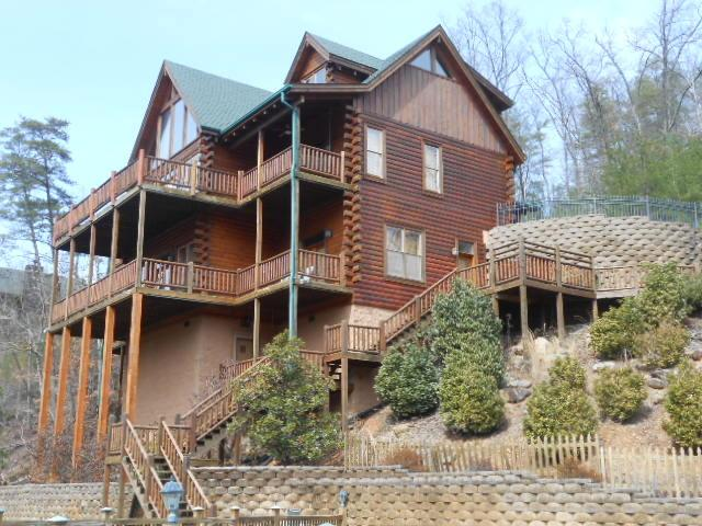 Beautiful 5 Bedroom Luxury Lodge - Image 1 - Pigeon Forge - rentals