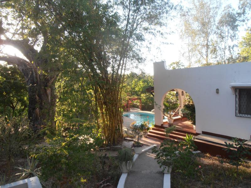 Comfortable bungalow, private pool, chef, close to - Image 1 - Kilifi - rentals