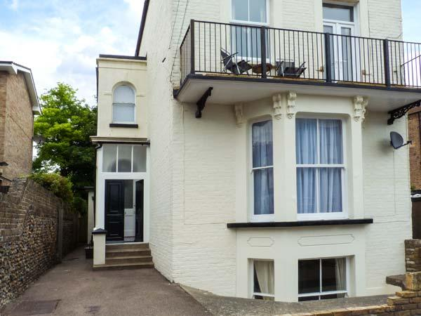 SEAGULL'S REST, apartment over two floors, balcony, off road parking, in Ramsgate, Ref 924295 - Image 1 - Ramsgate - rentals