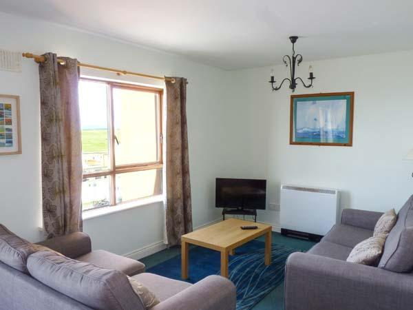 ATLANTIC VIEW, second floor apartment with beach views, good touring base, Bundoran, Ref 927435 - Image 1 - Bundoran - rentals