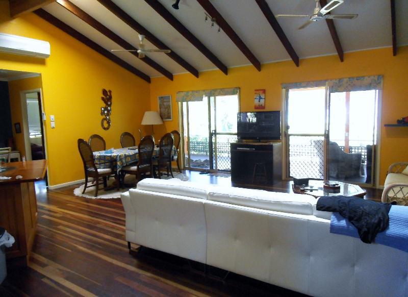Living area - Far North Queensland, Australia (beachfront) - Ball Bay - rentals