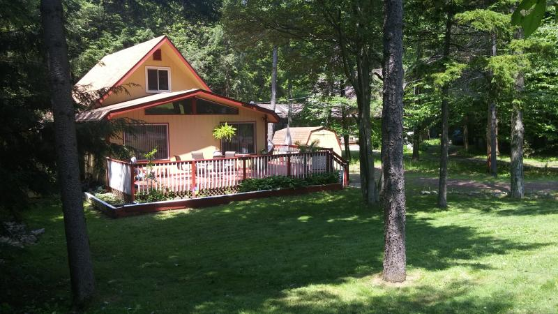 Relaxing front deck - Beautiful Chalet at private community - Pocono Summit - rentals