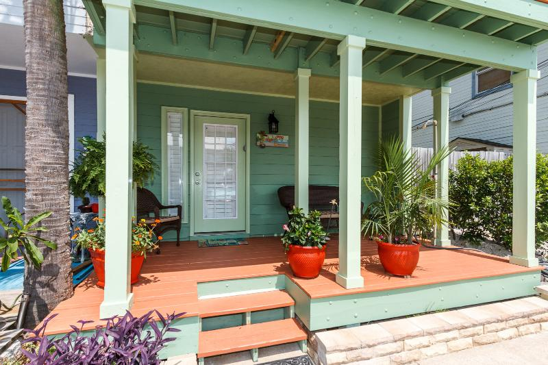 """""""13 GulfBreeze Court"""" Completely Renovated Townhome close to the Jetties, Snorkel and Fishing Paradi - Image 1 - Destin - rentals"""