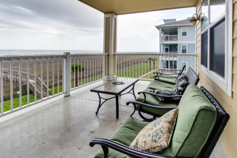 Beachside, dog-friendly condo with views; shared pool & hot tub! - Image 1 - Galveston - rentals