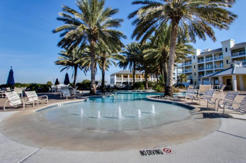 Bayside, dog-friendly condo w/shared hot tub & pool- walk to beach & Beach Club! - Image 1 - Galveston - rentals