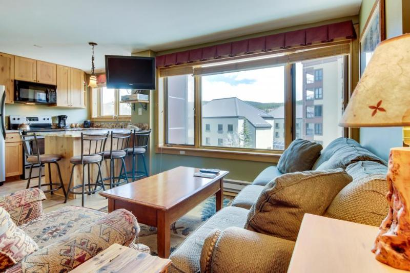 Ski-in/ski-out, shared pool, hot tub, and in town location! - Image 1 - Breckenridge - rentals