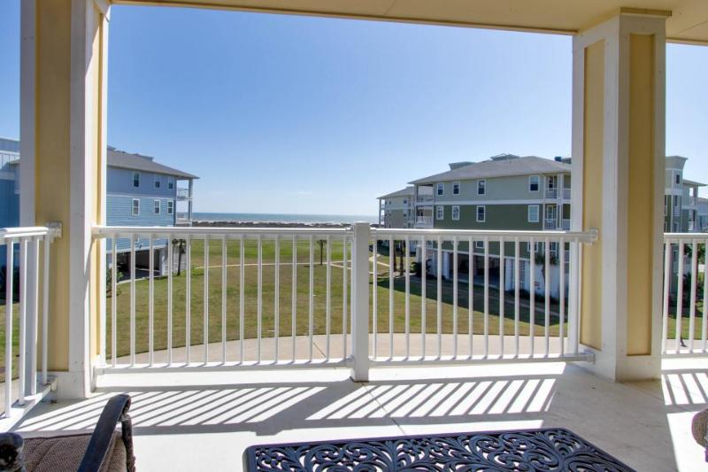 Oceanfront, dog-friendly condo with beautiful views and shared pool & hot tub - Image 1 - Galveston - rentals