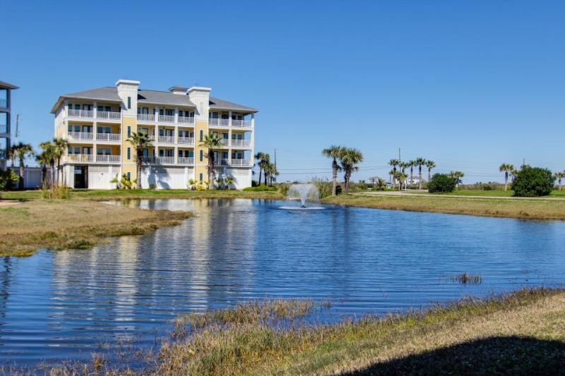 Oceanfront condo w/ gorgeous views, shared pool & hot tub - dogs ok! - Image 1 - Galveston - rentals