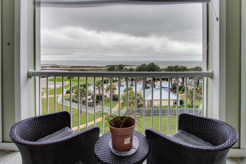 Condo on bay shores w/ shared pool & hot tub plus access to the Beach Clubs! - Image 1 - Galveston - rentals