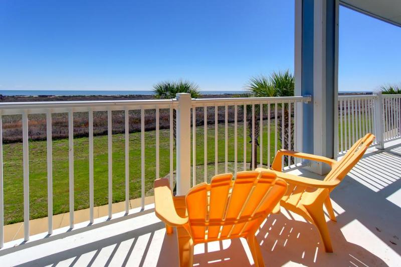 Oceanfront condo w/ bay & ocean views, shared hot tub, pool - close to beach! - Image 1 - Galveston - rentals