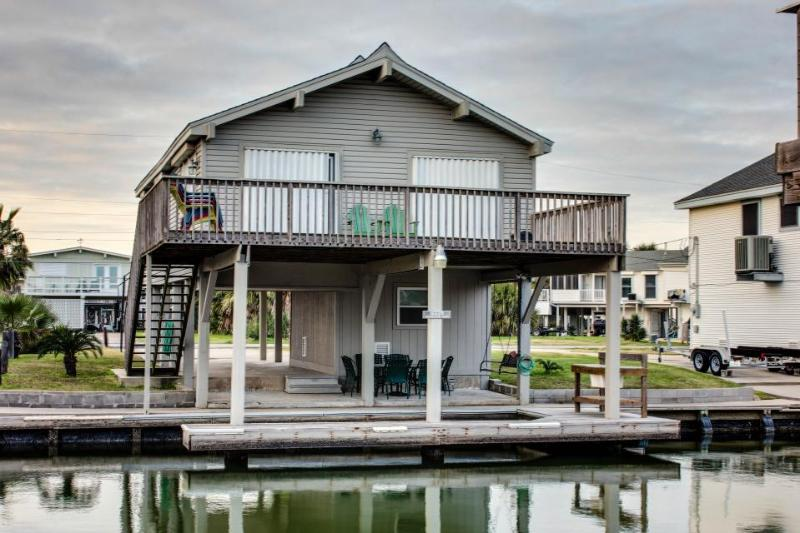 Upscale, dog-friendly, bayside retreat with private dock & shared pool - Image 1 - Galveston - rentals