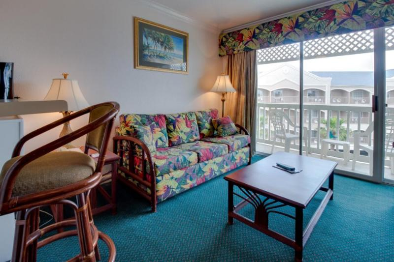 Great Seawall location with shared pool, hot tub, & Gulf views - Image 1 - Galveston Island - rentals