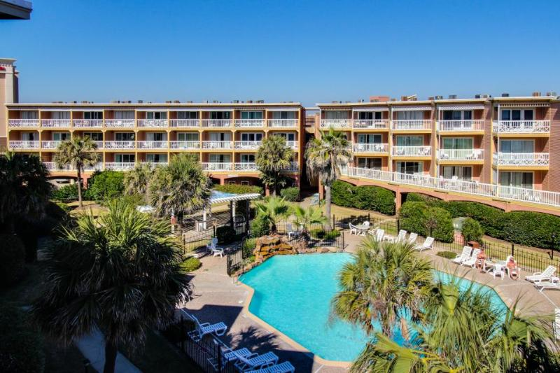 Cozy condo with gulf views, shared hot tub & pool - great location! - Image 1 - Galveston Island - rentals
