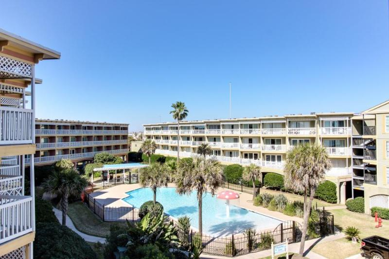 Resort condo w/ a shared pool, hot tub, tennis courts, & more - Image 1 - Galveston Island - rentals