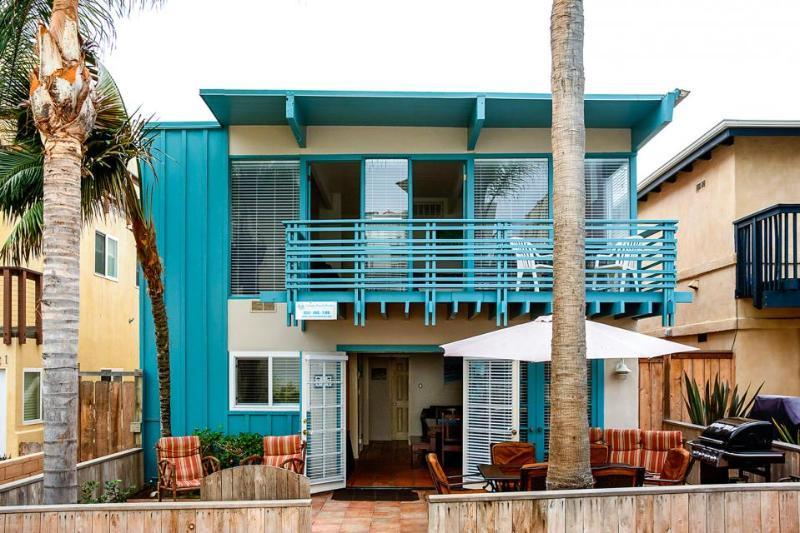 Mission Beach home w/ocean views & bikes! Enjoy dinner al fresco on nice patio! - Image 1 - San Diego - rentals