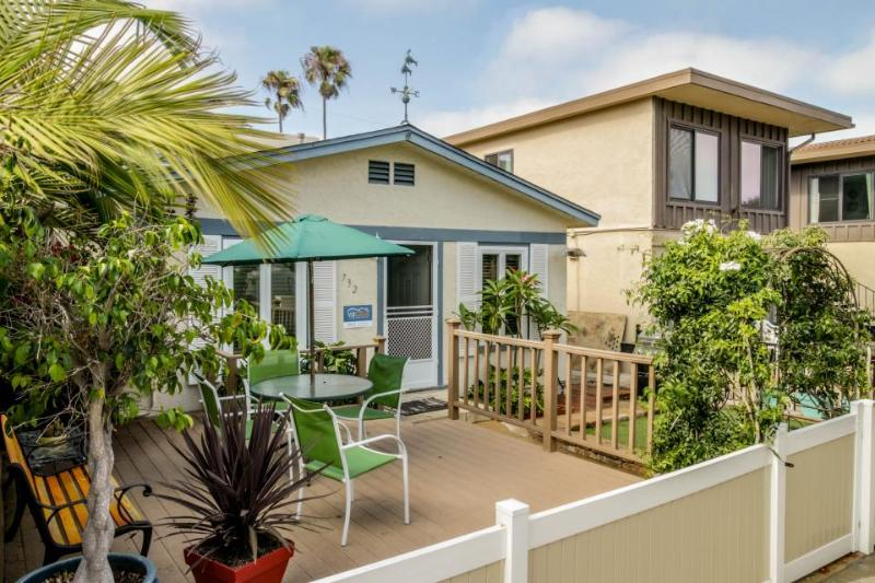 Relaxing beach cottage w/fenced-in patio & BBQ set. Just blocks from boardwalk! - Image 1 - San Diego - rentals
