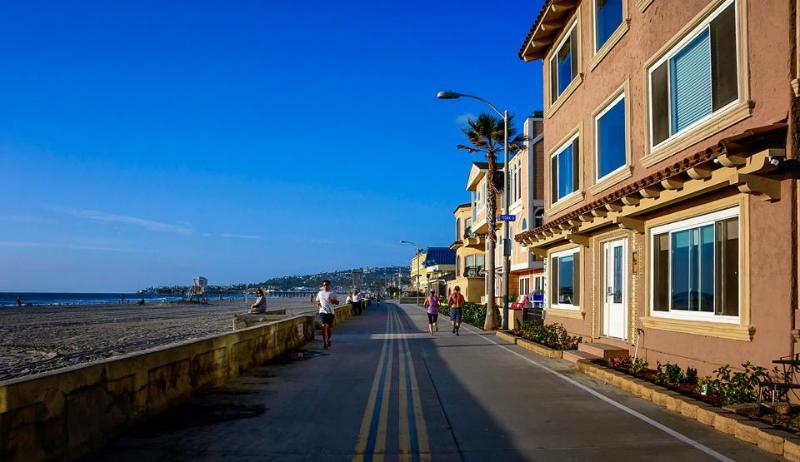 Mission Beach getaway w/classic decor on boardwalk & surf! - Image 1 - San Diego - rentals