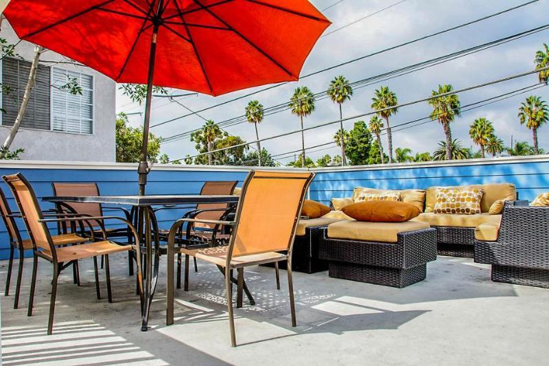 Modern beach house w/soaking tub, bikes, designer kitchen & great patio area! - Image 1 - San Diego - rentals