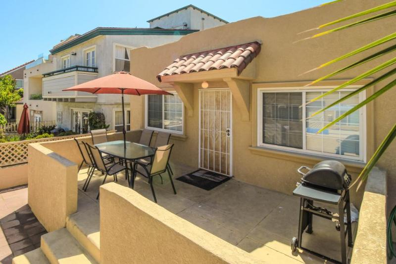 Tasteful & down the street from beach! Has bikes, beach chairs & boogie boards! - Image 1 - San Diego - rentals