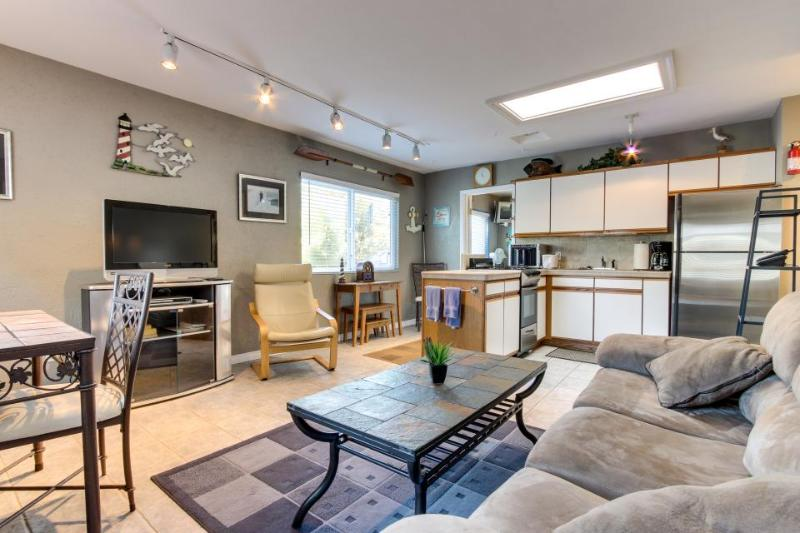 Cozy charmer in the heart of Mission Bay - steps from boardwalk, ocean & bay! - Image 1 - San Diego - rentals