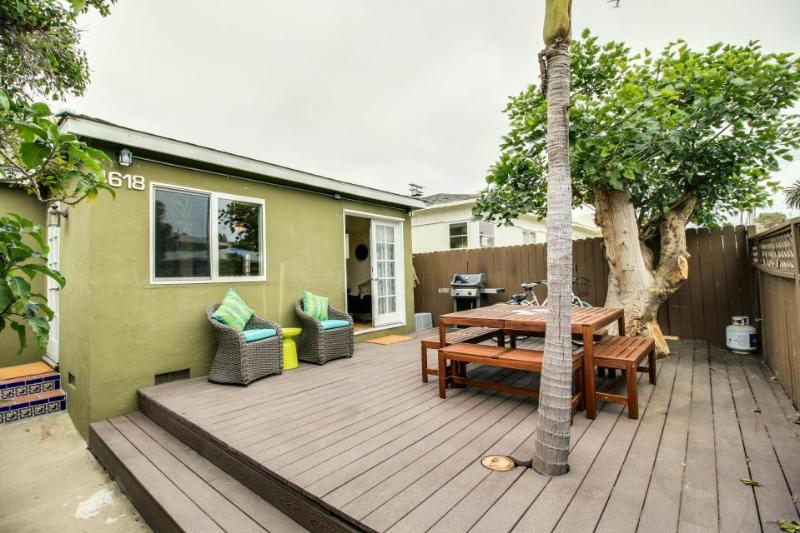 Cozy Ocean Beach cottage just blocks from the beach, pier, shops & more! - Image 1 - San Diego - rentals