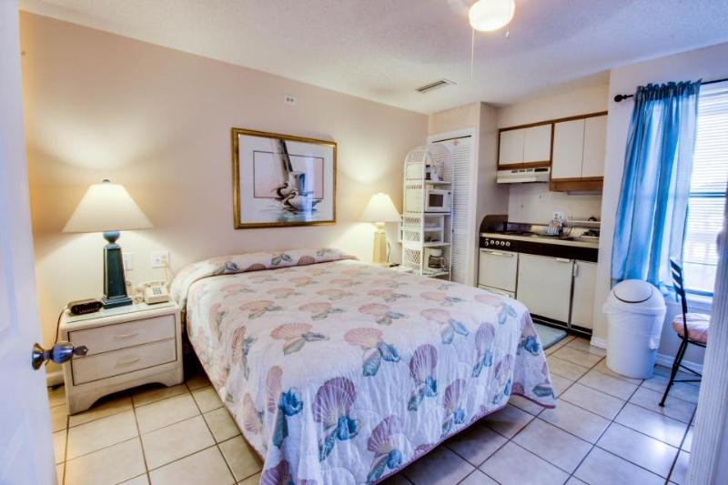 Resort condo w/ boat dock, pool, sauna, tennis courts, close beach access - Image 1 - Panama City Beach - rentals