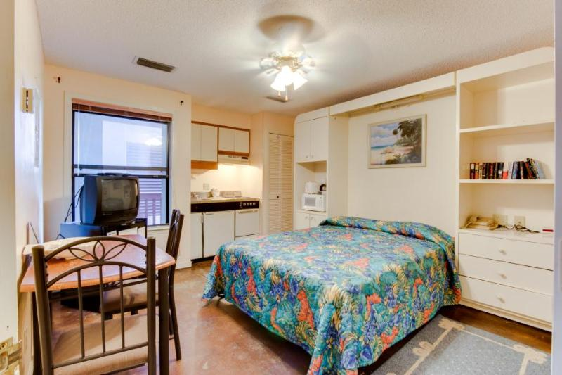 Studio w/boat dock & beach access, shared pool & resort attractions - Image 1 - Panama City Beach - rentals