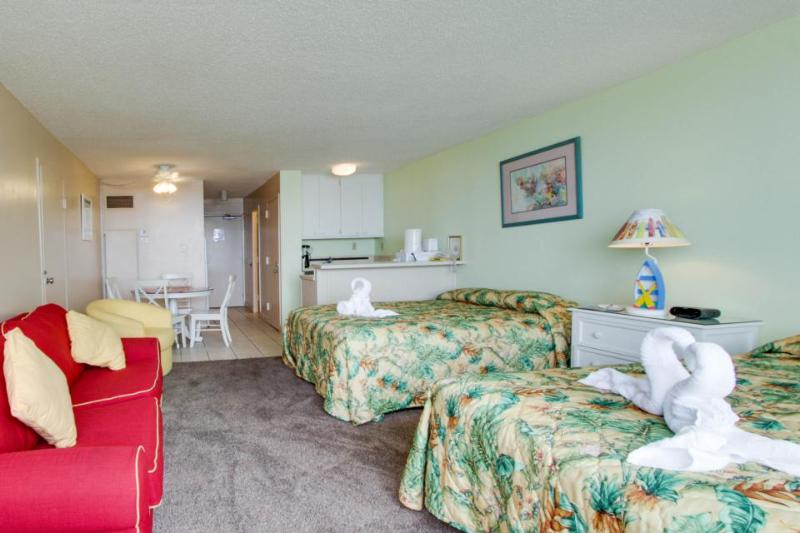 Comfortable oceanfront studio w/ shared pool, close to beach & golf - Image 1 - Panama City Beach - rentals