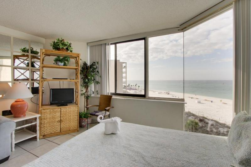 Oceanfront condo w/ ocean views & shared pool, close to beach, golf & more! - Image 1 - Panama City Beach - rentals