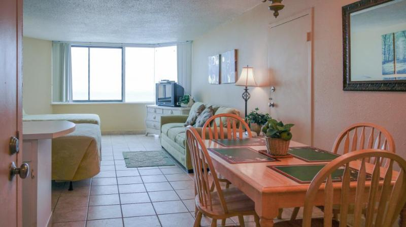 Cozy, oceanfront condo w/ocean views, shared pool & easy beach access! - Image 1 - Panama City Beach - rentals