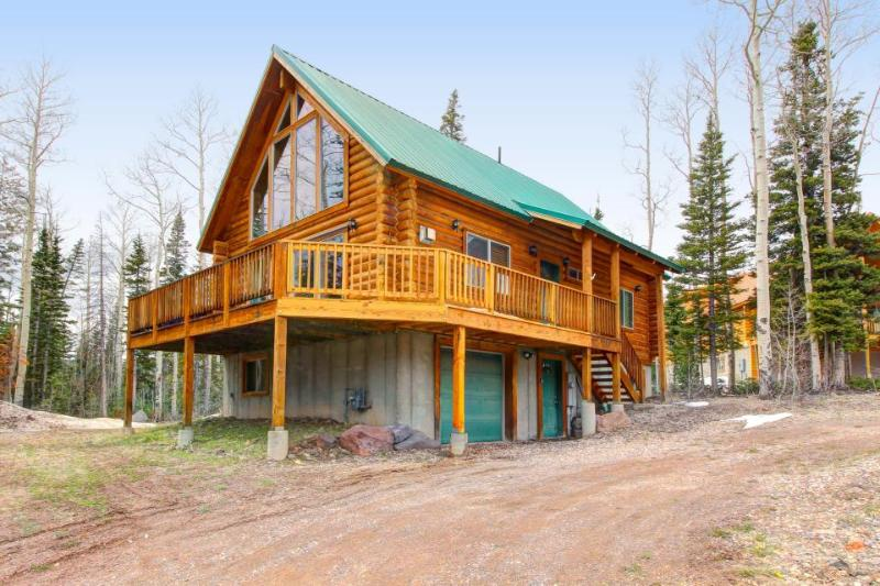 Exclusive cabin between Giant Steps and Navajo with wonderful home essentials - Image 1 - Brian Head - rentals