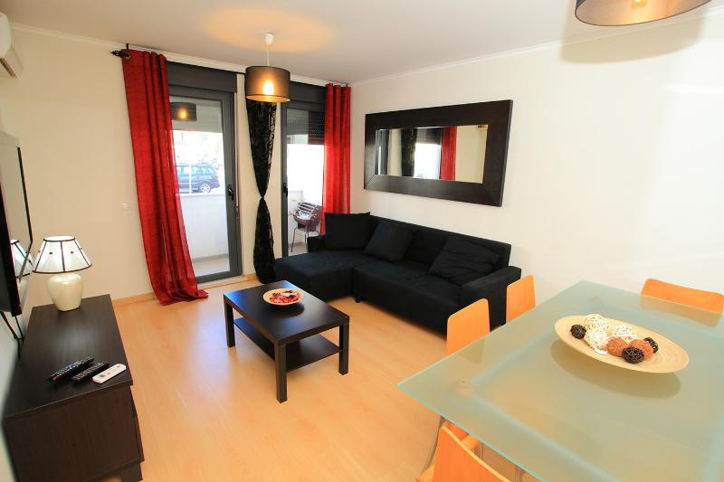 Beautiful 2 bedrooms apartment close to the beach - Image 1 - Monte Gordo - rentals
