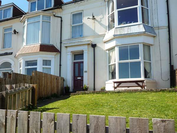 BAY VIEW APARTMENT, pet friendly, with a garden in Hornsea, Ref 923799 - Image 1 - Hornsea - rentals